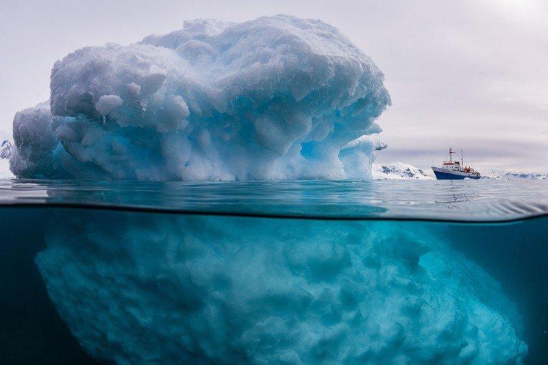 Айсберг над водой и под водой