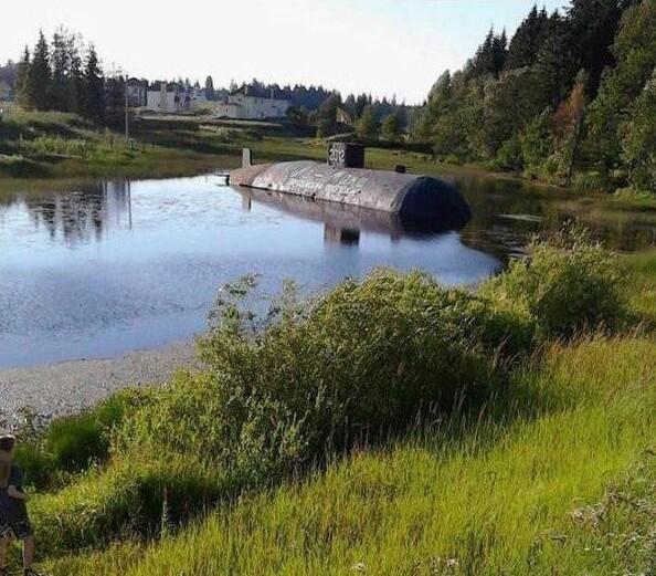 Когда рассказываешь друзьям, что у тебя есть подводная лодка, только она в деревне у бабушки, а тебе никто не верит
