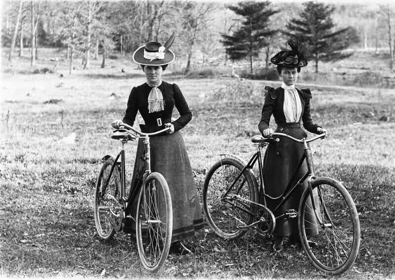 """В XIX веке женщин-велосипедисток пугали, что они могут получить """"велосипедное лицо"""" с выпученными глазами и выступающими подбородками"""