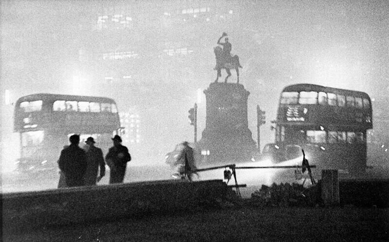 Во время Большого лондонского смога 1952 года слепые помогали людям на улицах найти дорогу домой, потому что только они умели передвигаться наощупь