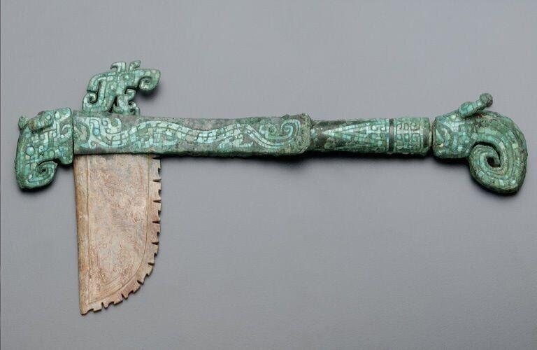 Драконий топор возрастом 3000 лет из Древнего Китая