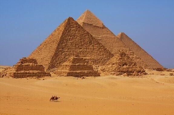 Египетские пирамиды были старше древних римлян на столько же, насколько древние римляне отстоят во времени от нас