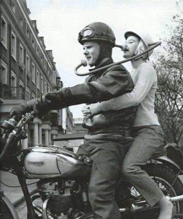 Так нам предлагали общаться во время езды на мотоцикле