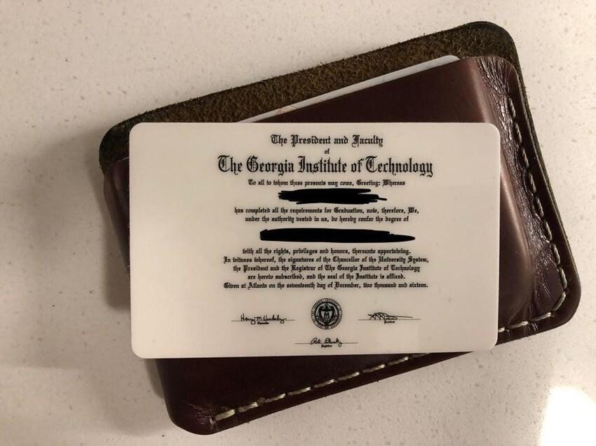 В университете мне выдали диплом в виде пластиковой карты