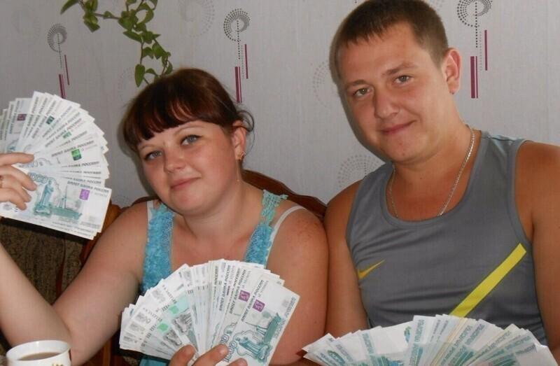 Веер из денег - типичная фотография от любителей дешевых понтов