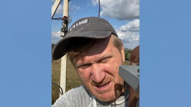"""Кризис до столба довел: актер """"Уральских пельменей"""" стал электриком"""