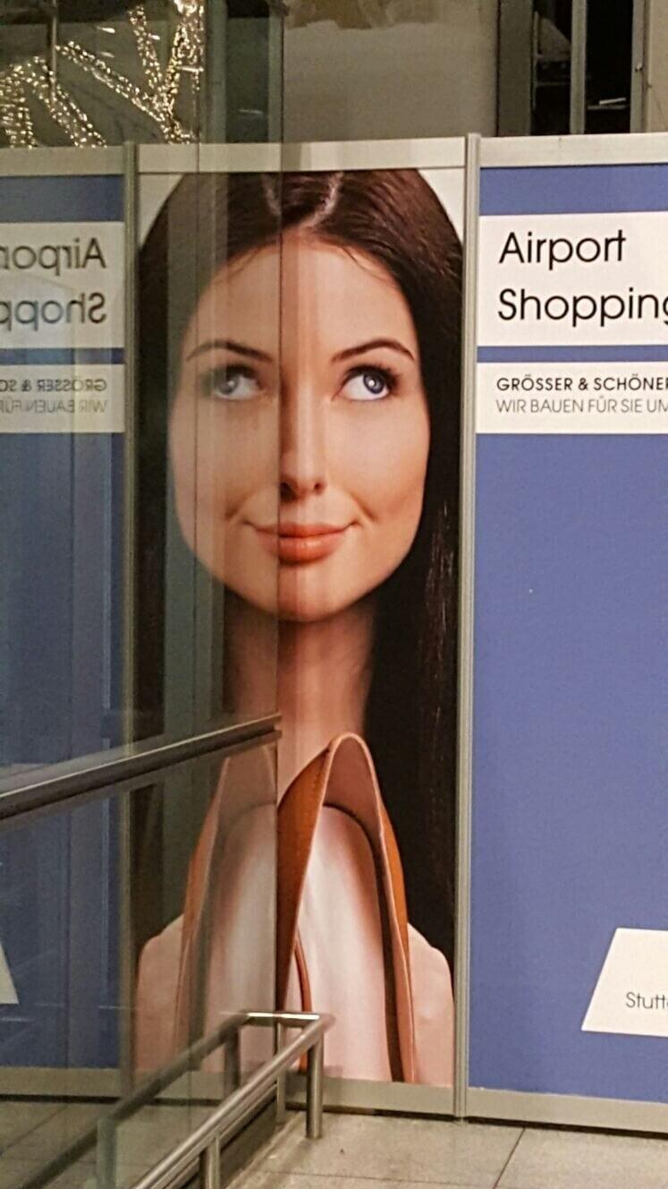 Отражение постера в аэропорту подарило женщине косоглазие