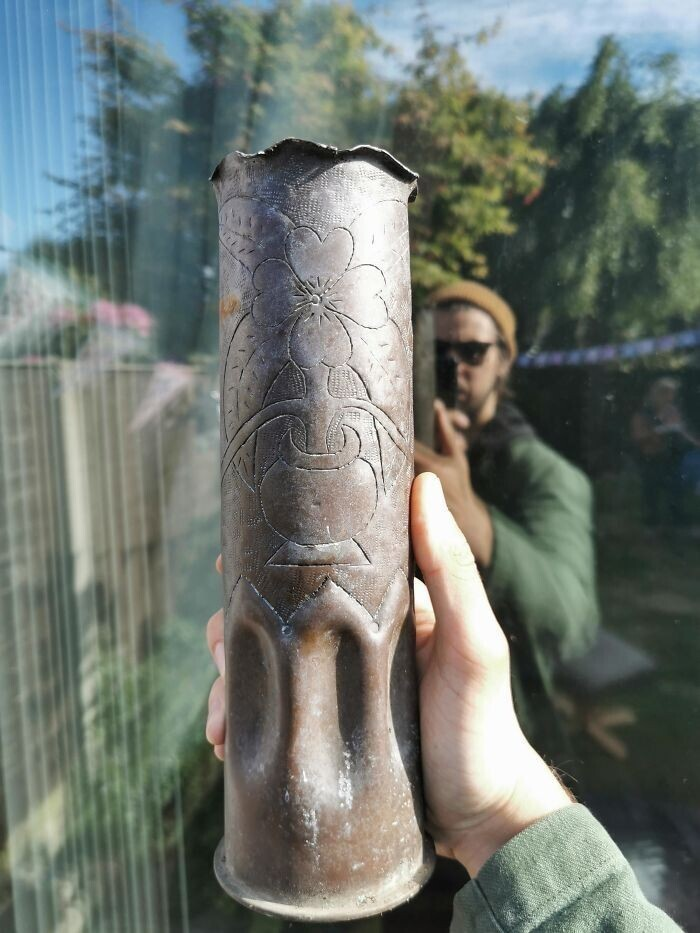 Мой дедушка выкопал это. Найдено в Ливерпуле, возможно, вещь времен Второй мировой войны?