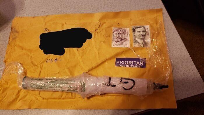Почтовая посылка, пришла на имя моей жены на наш адрес из Румынии. Мы не знаем никого в Румынии. В шприце ничего нет