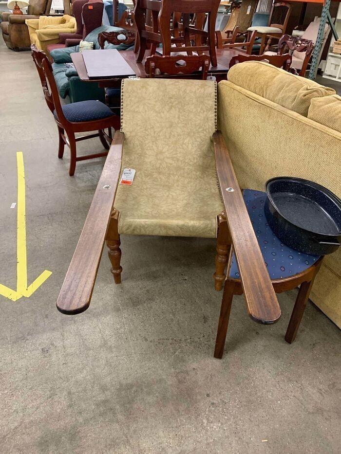 7. Я знаю, что это кресло, но почему подлокотники такой длины?