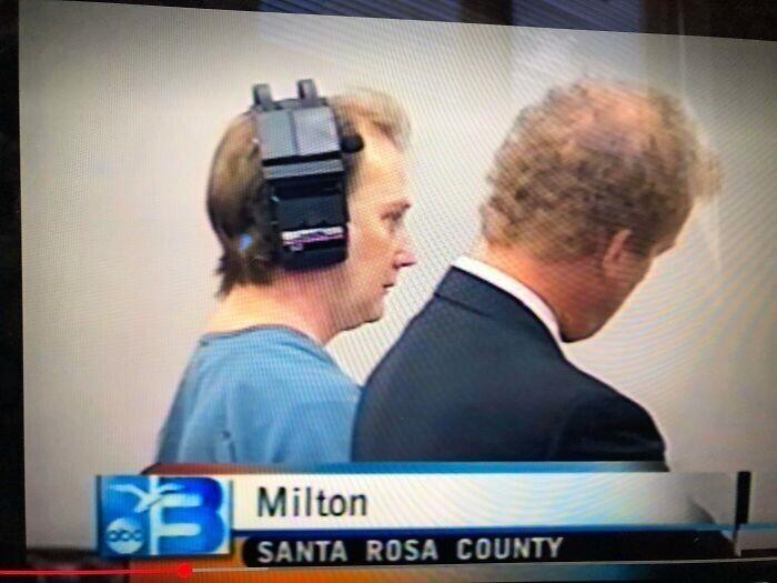 Что за штука была на голове у этого серийного убийцы во время слушания дела в суде?