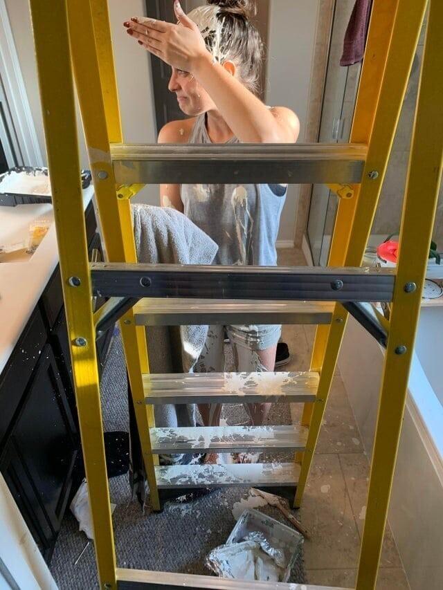 «Я подняла лестницу, забыв, что сверху была краска»
