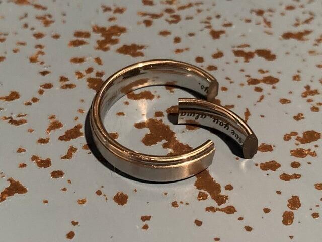 «Сегодня утром уронил своё обручальное кольцо»