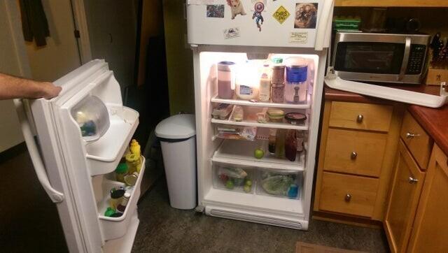 «Я встал посреди ночи, чтобы попить воды, и когда открыл холодильник, дверь осталась у меня в руке»