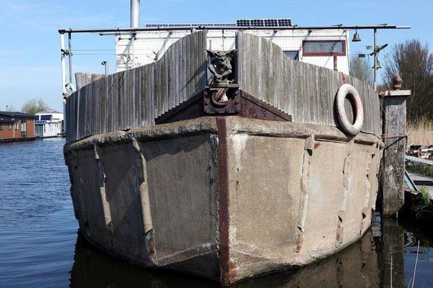 Железобетон в создании плавсредств используется достаточно широко. Так, дебаркадеры – плавающие пристани и брандвахты практически все строятся с железобетонными корпусами.