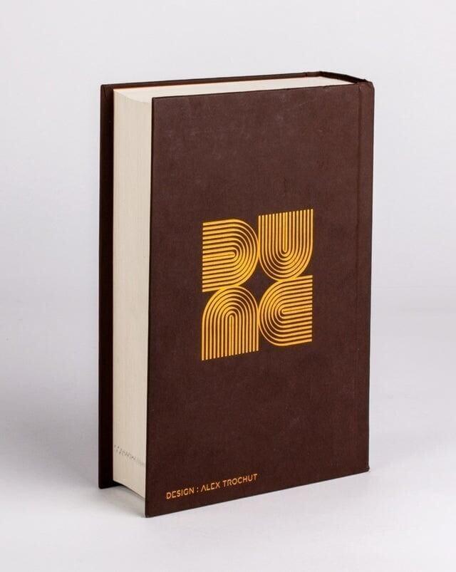 Задняя обложка «Дюны», как ни поверни, можно прочитать «Dune»