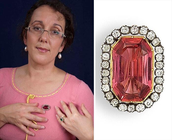 Брошь с топазом и бриллиантами стоимостью 5 тысяч долларов