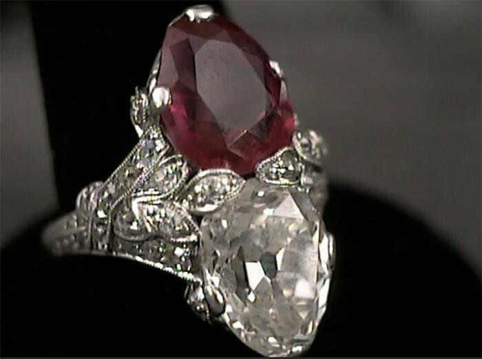 Кольцо с бриллиантом и рубином за 400 тысяч долларов