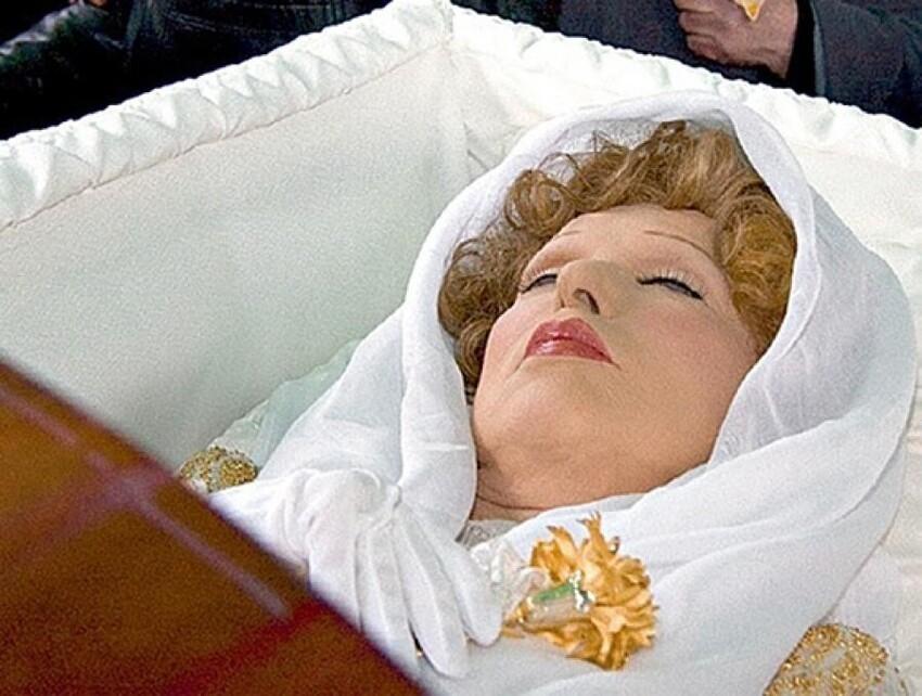 Людмила Гурченко - известнейшая актриса, да и просто красивая женщина