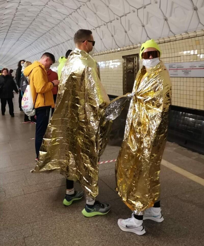 Да, в московском метро огромное количество странных ребят