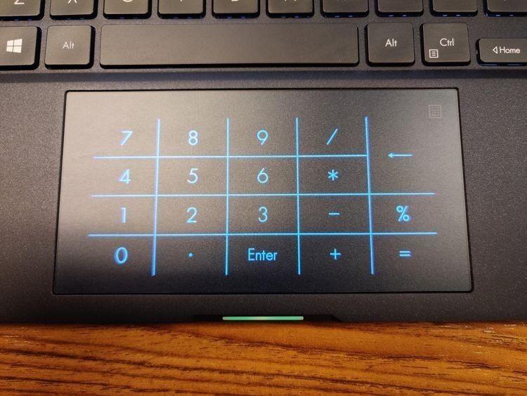 «На тачпаде этого ноутбука есть подсвечиваемая цифровая клавиатура»