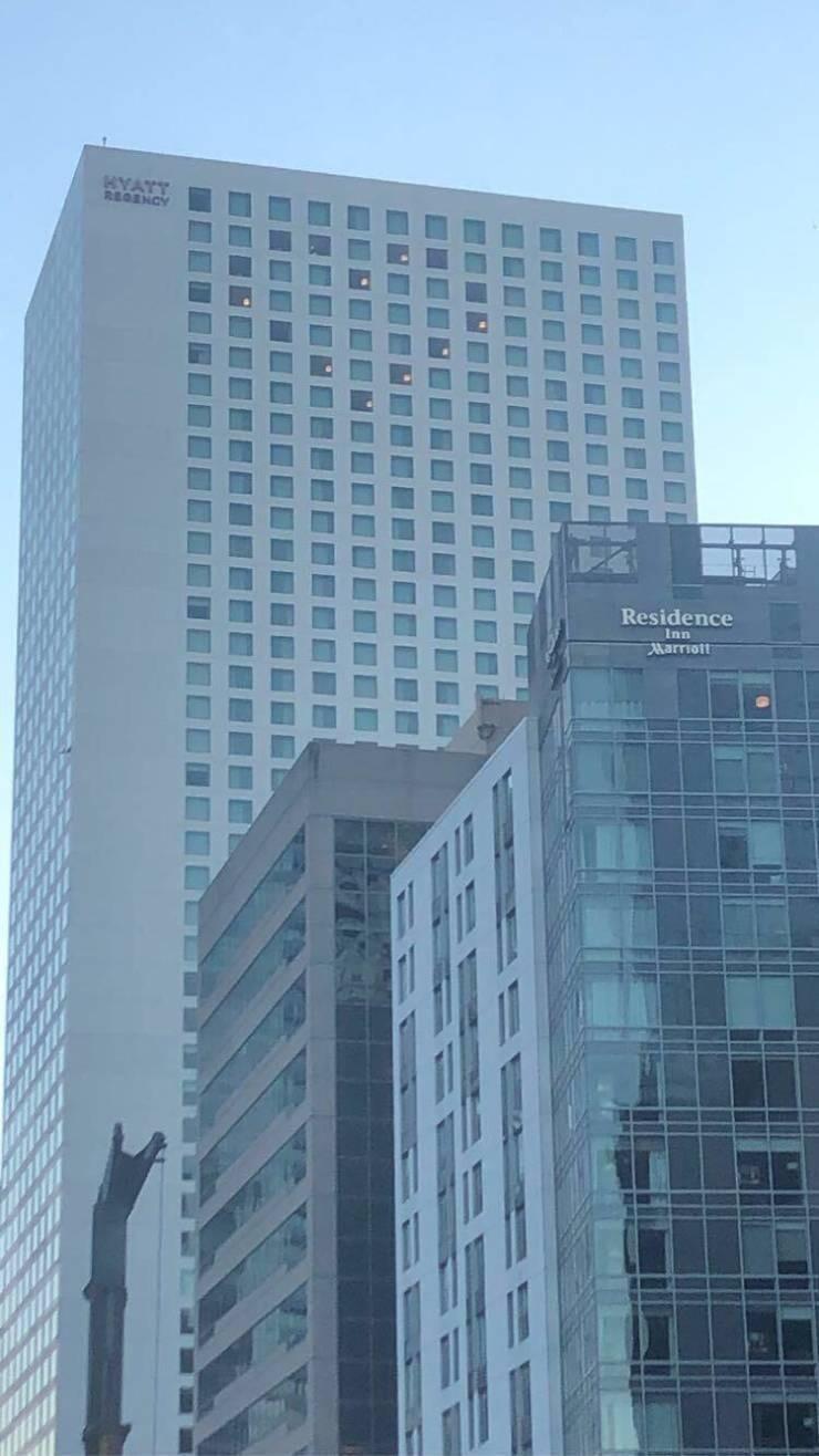 «Я увидел сердце в окнах этого отеля в Сиэтле»