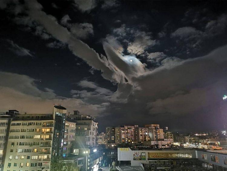 «Облачная утка в небе над Софией, Болгария»