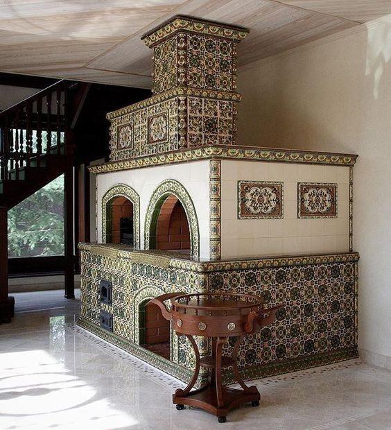 Изразцовое искусство и архитектурная керамика в России существует более десяти веков. Самые ранние, старинные русские изразцы относят к X веку — они являются ровесниками крещения Руси