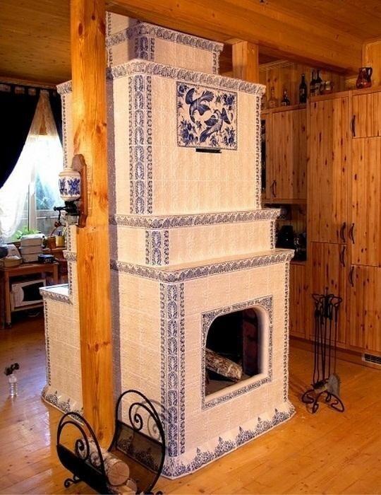 Довольно долго печь была основным источником тепла в русских домах и городских квартирах. Только в конце XIX — начале XX века, с изобретением парового отопления, их стали заменять.