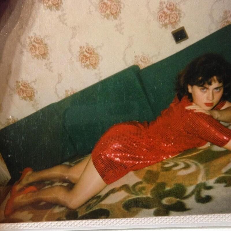 И снова ностальгические портреты девушек из лихих 90-х