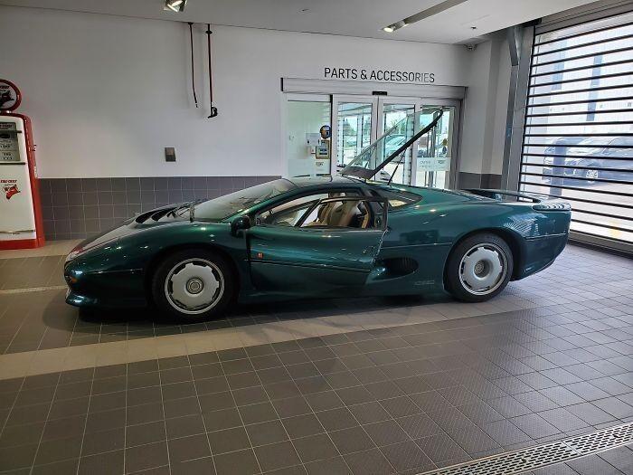 «Jaguar Xj220 с пробегом всего 3 тысячи миль — вряд ли я такой еще увижу».