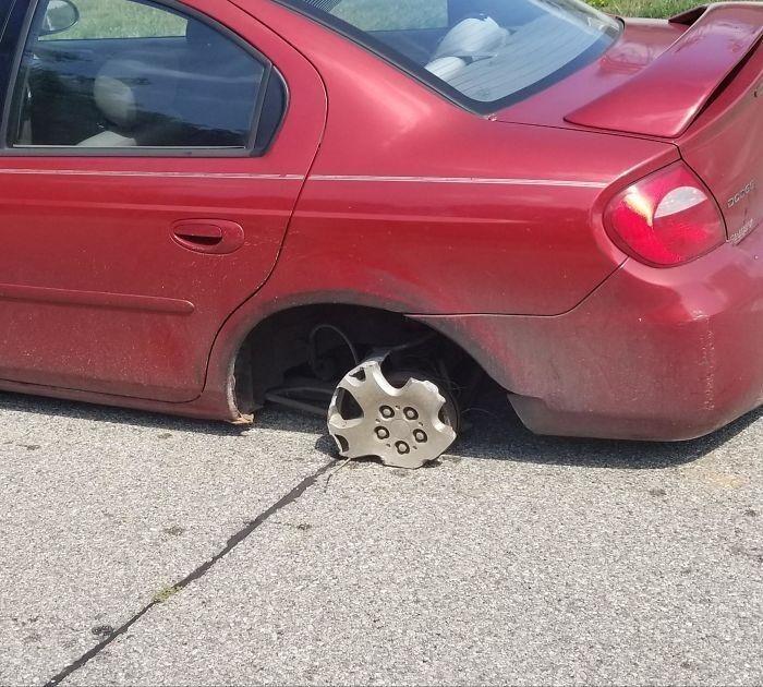 42. «Клиент сказал, что у него не было запаски, ездил так три дня. Я нашел запаску в багажнике вместе с домкратом».