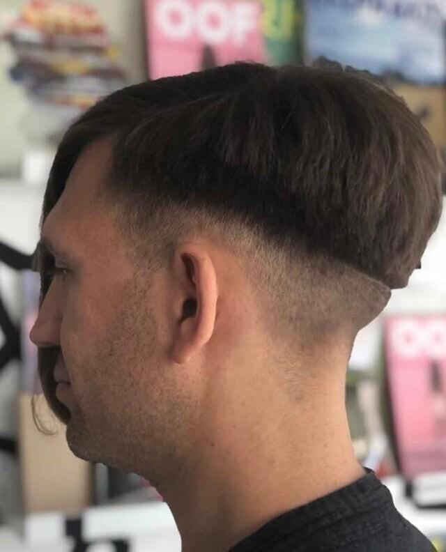 Засунуть бы таким парикмахерам ножницы...