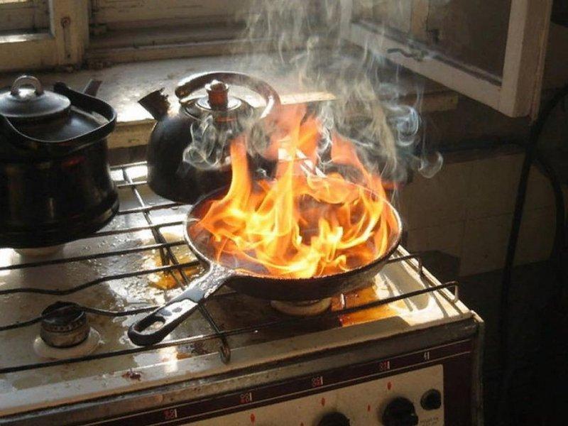 Если на кухне внезапно вспыхнуло масло