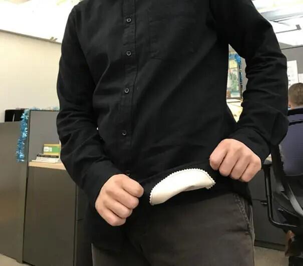 Рубашка с пришитой к ней салфеткой из микрофибры для чистки очков! Только не говорите, что вы не протираете свои очки краем одежды.