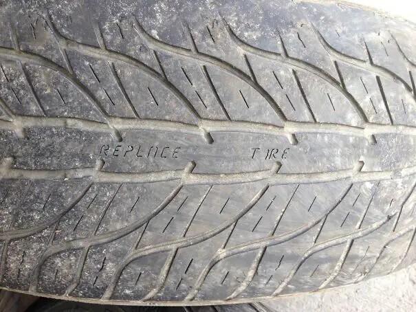 Надпись на этой шине подскажет, когда придет пора ее менять.