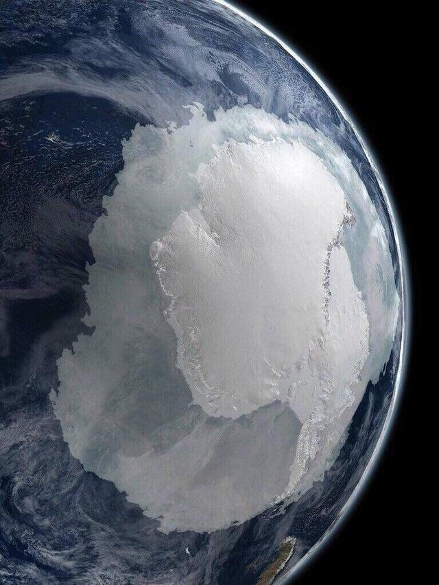 Обычно на снимках мы видим другую часть планеты