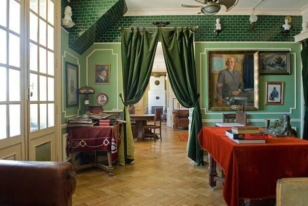 Квартира в центре Петрограда и ее наполнение