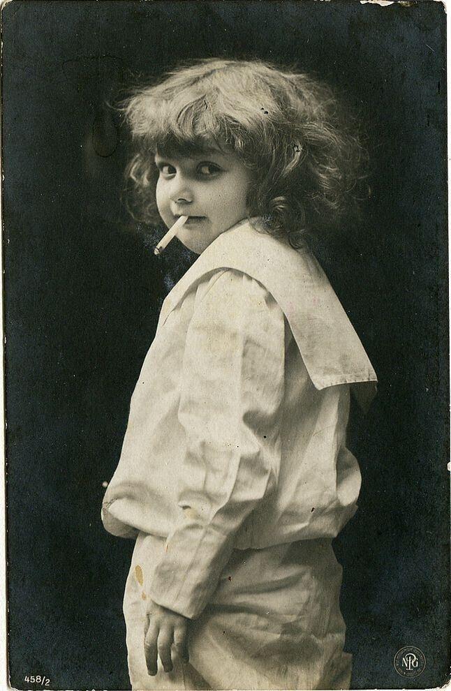 Сто лет назад встречались довольно странные открытки