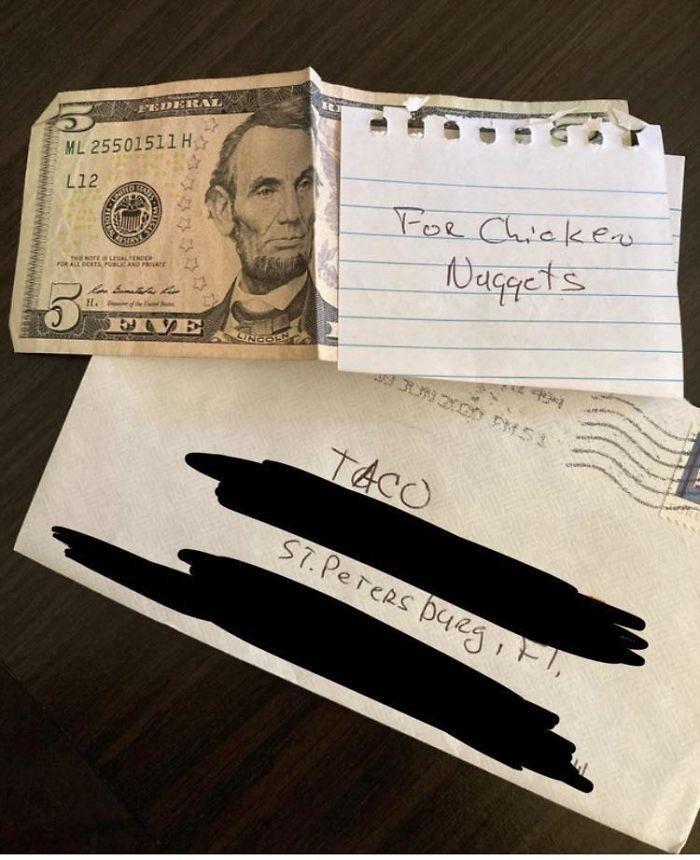 38. «Папа регулярно присылает моей собаке деньги и подарочные сертификаты»