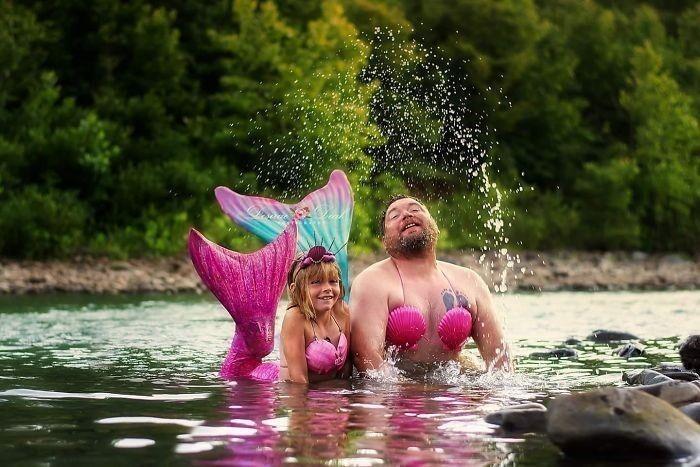 2. Когда дочка просит тебя поучаствовать в русалочьей фотосессии, нельзя просто так взять и отказать