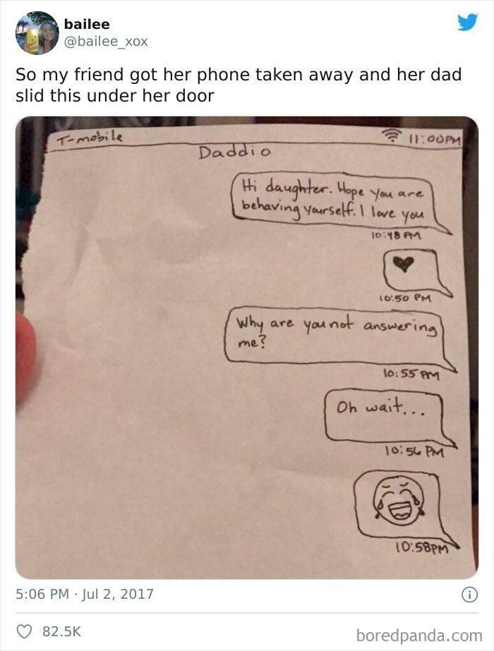 6. «Родители конфисковали у подруги телефон, и утром отец подсунул ей под дверь вот это»