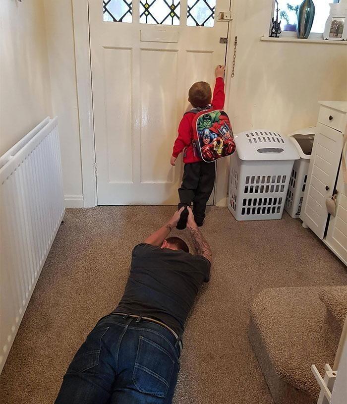 1. «Сын сегодня впервые идет в школу. Я отлично справился с эмоциями»