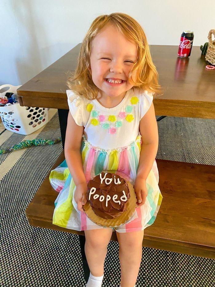 11. «Пообещал дочери, что сделаю ей шоколадный торт, если она самостоятельно сходит на горшок. Пришлось выполнять»