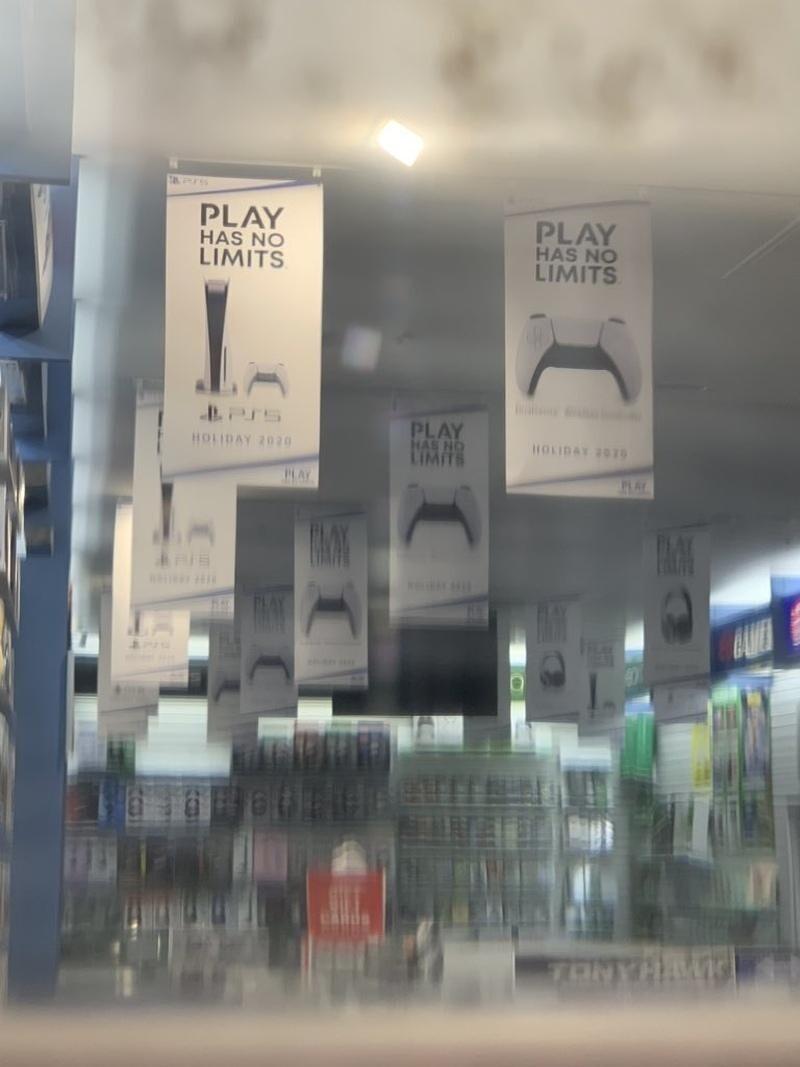 Оригинальный слоган «Play Has No Limits» («У игры нет границ»).