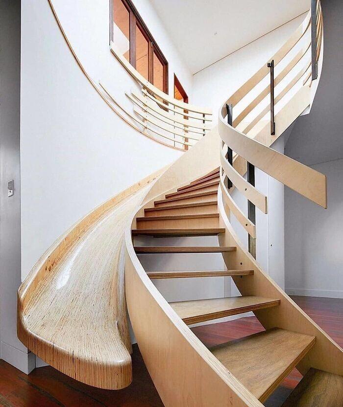10. Лестница с горкой от Archology
