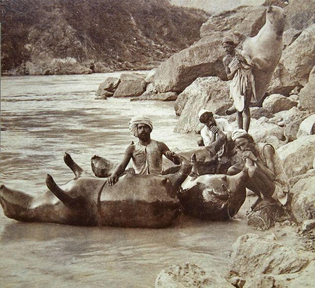 Надувные лодки из кожи буйволов, 1900, Индия.