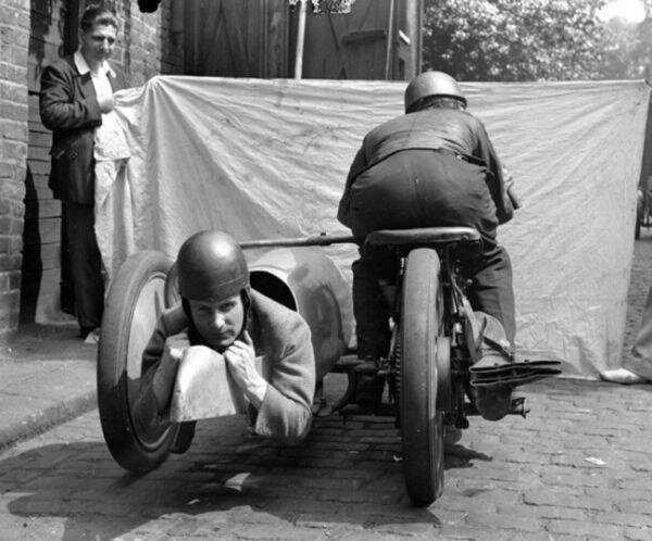 Будущий мотоцикл с коляской, еще пока не очень удобный