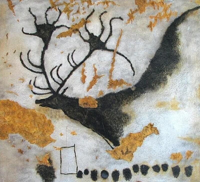 Наскальное изображение вымершего гигантского оленя (большерогого оленя), которому 17000 лет, в пещере Ласко, Франция