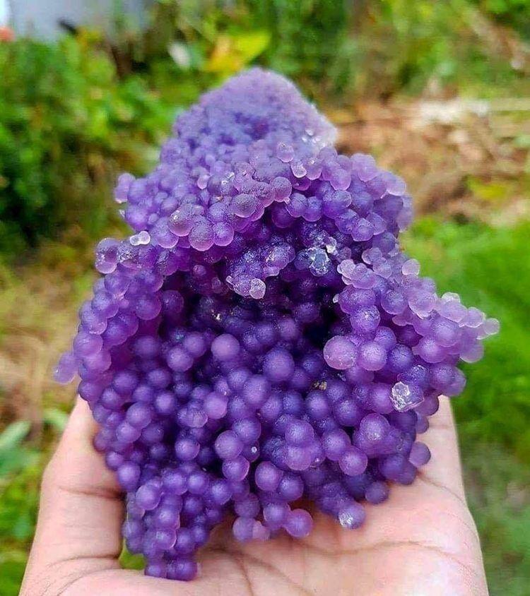 Виноградный агат из Индонезии